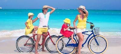 Famille vélo bord de mer